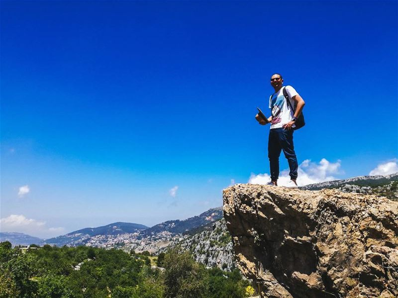 Hello 😁 🕶️ Lebanon Sun Madness Happiness Hiking Discover Nature ... (Baskinta, Lebanon)