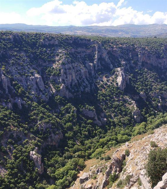 Marjayoun's big scary valley 💚 And I hope it remains green!! (Marjayoûn, Al Janub, Lebanon)