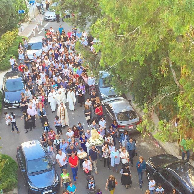 Procession de la sainte vierge à la fin du mois de mai 3akbel kil sinni 🙏...