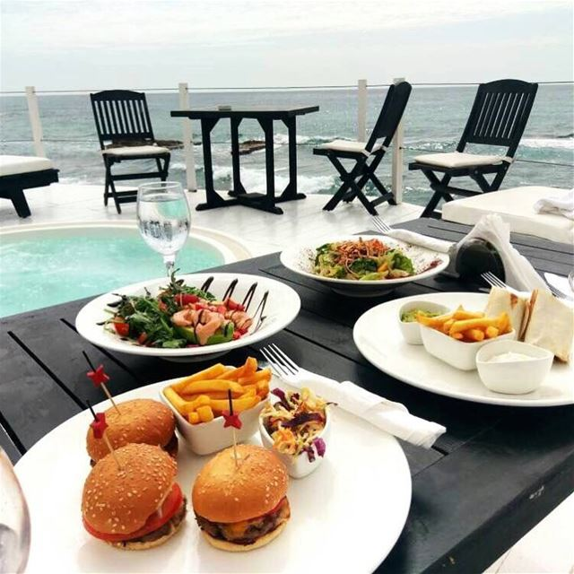 Romantic setup at @orchidlifestyle ❤️❤️ specialmadamefigaro yummy ... (Orchid Beach Resort Batroun)