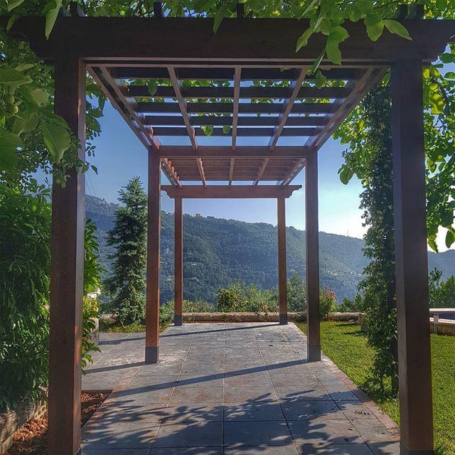 Residence Magid Hatem lebanon pergola vertical terrace wood design ... (Fatreh)