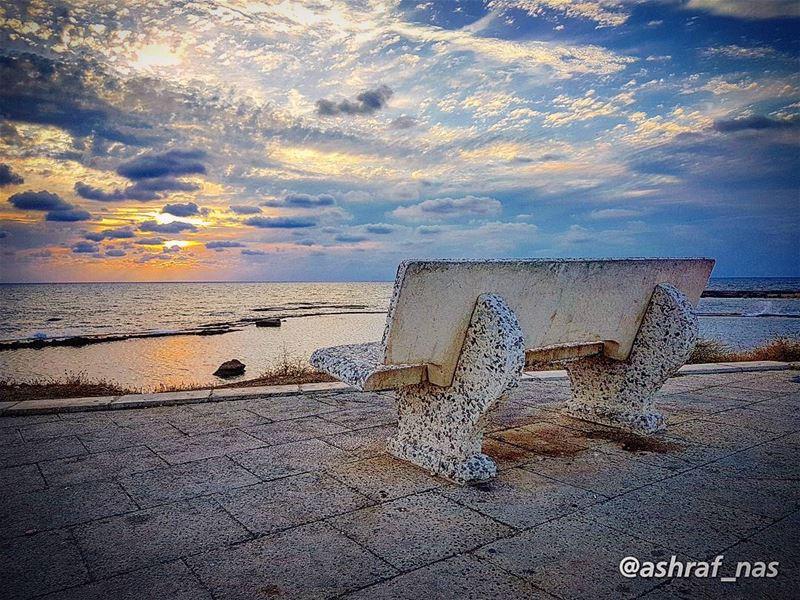 كأنك ما حدا... ضايع بهالمدىحبيبي... يا حبيبي ما لي غيرك حدا...... (Tyre, Lebanon)