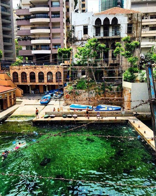 Summer vibes ☀️☀️☀By @sarahdemenassa AinElMrayseh Beirut Liban Libano... (Ain El Mreisse, Beyrouth, Lebanon)