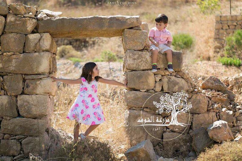 ما أجمل أولادك يا مزرعة الشوفما أجمل حجارك يا مزرعة الشوف!!دخل ترابك وطبي