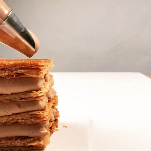 Millefeuille crème praliné noisette et chantilly chocolat au lait😋😋...