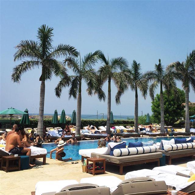 Weekend = chilling under the Lebanese sun ☀️ summerinlebanon ... (El Mandaloun Beach Club Dbayé)