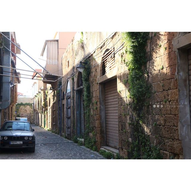 Walking in these beautiful Batroun streets with a camera in my hand ... (Batroûn)