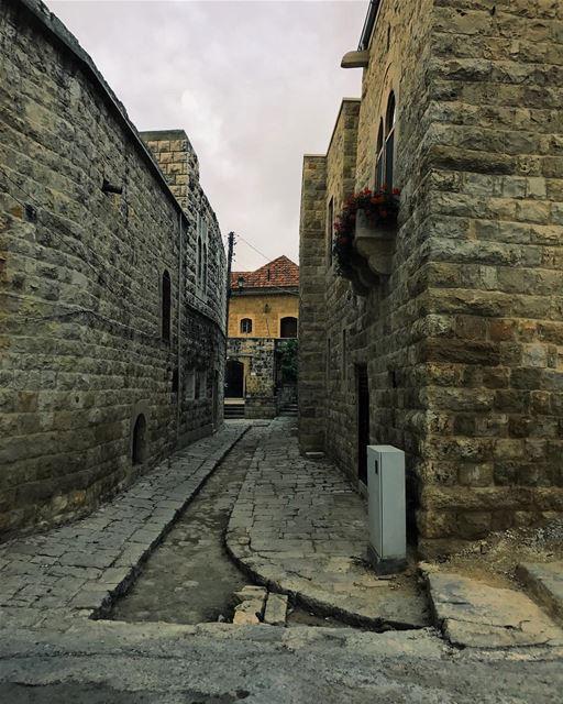 Tout passe et tout fuit sur cette Terre• (Dayr Al Qamar, Mont-Liban, Lebanon)