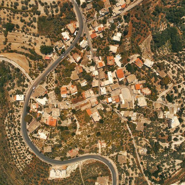 A view from above Mjeidil; South of Lebanon 🇱🇧 flyabove djiphantom4pro... (Mjeïdil, Liban-Sud, Lebanon)