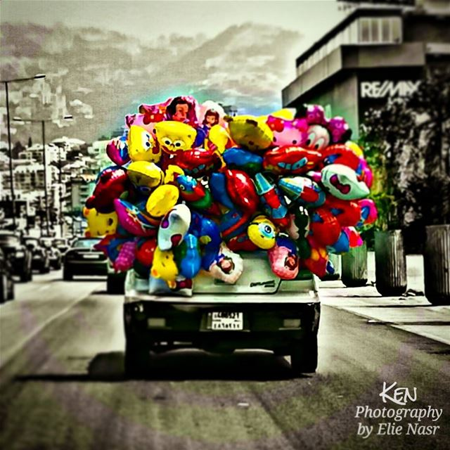 ...بداخل كل رجلٍ طفلٌ صغير، فخاطبي طفولته قبل أن تخاطبي رجولته.. baloon ... (Joünié)