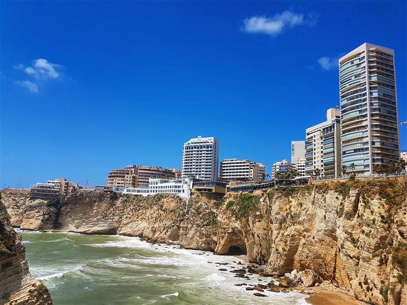 Loves lebanon❤❤❤ beautiful view cliff seaside amazinglebanon ... (Rawcheh Beirout)