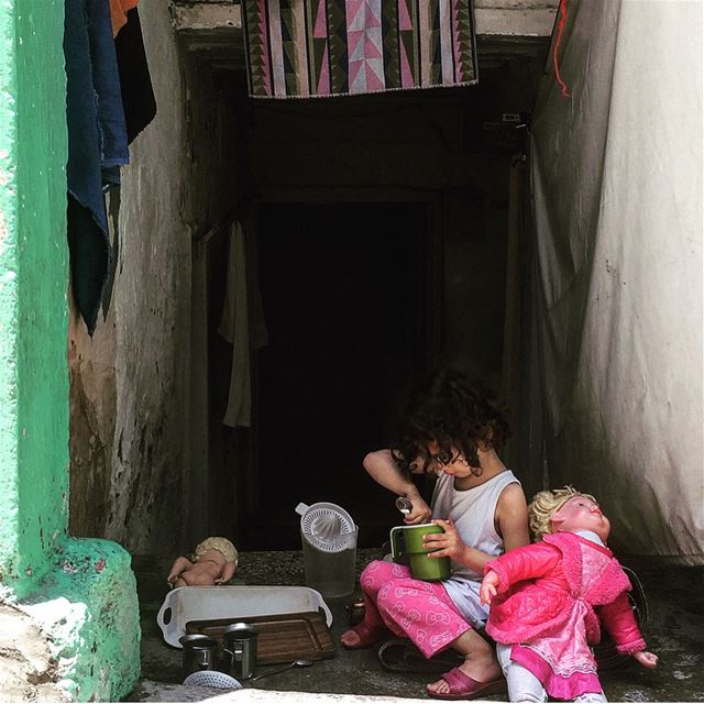 Excuse the mess, these children are making MEMORIES ...... kids ... (Escaliers Vendôme, Mar Mikhael)