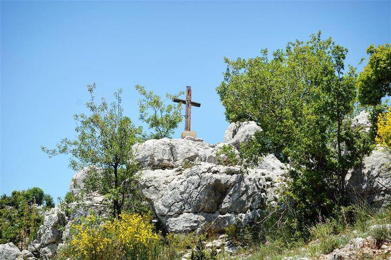 Keep your faith up high! loves_lebanon super_lebanon ig_lebanon ... (Feitroun, Mont-Liban, Lebanon)