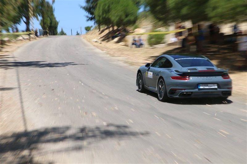 speed speedingcar itsaporsche porsche porsche911 porschecarrera... (Deïr El Qamar, Mont-Liban, Lebanon)