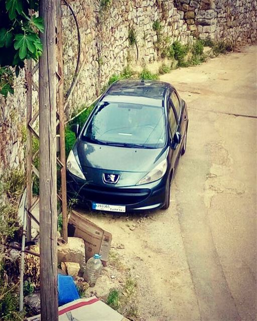 Is that a safe parking spot? lebanon mountains nature niceday parking...