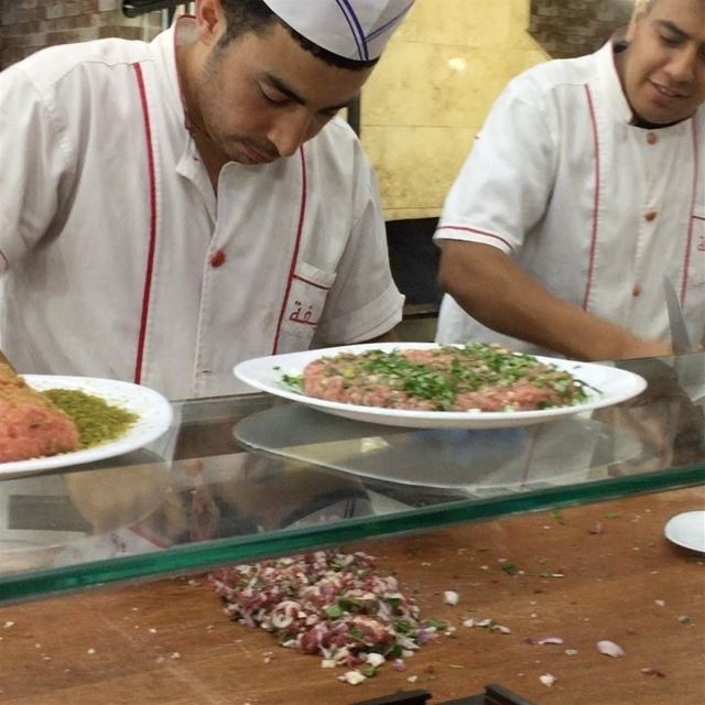 Iftar time ramadan south lebanon best butcher ... (مطعم خليفة صور)