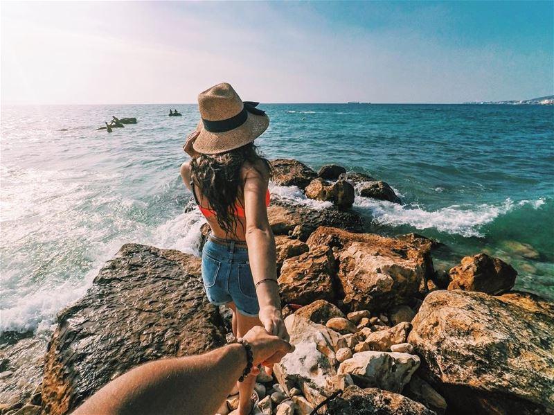 Follow me to the beautiful sea of Batroun 🌊..... followmeto ... (Ô-Glacée)
