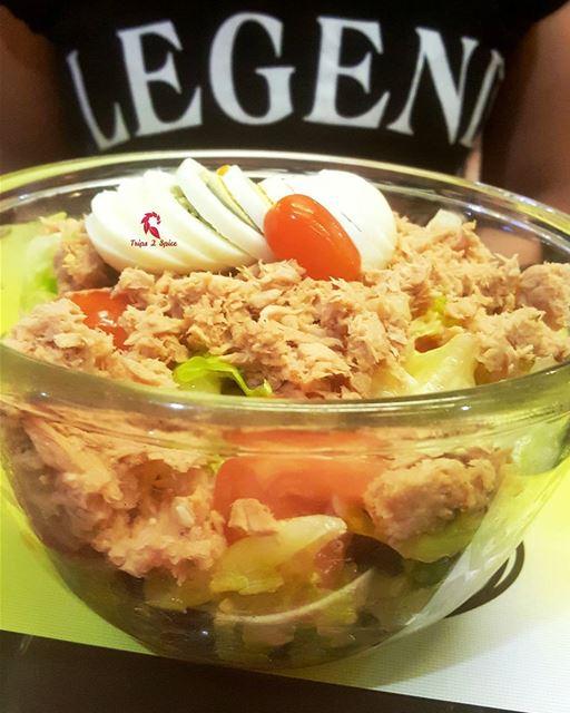 Go Green for dinner with a healthy @leilnhar salad🌿---------------------- (Leil nhar)