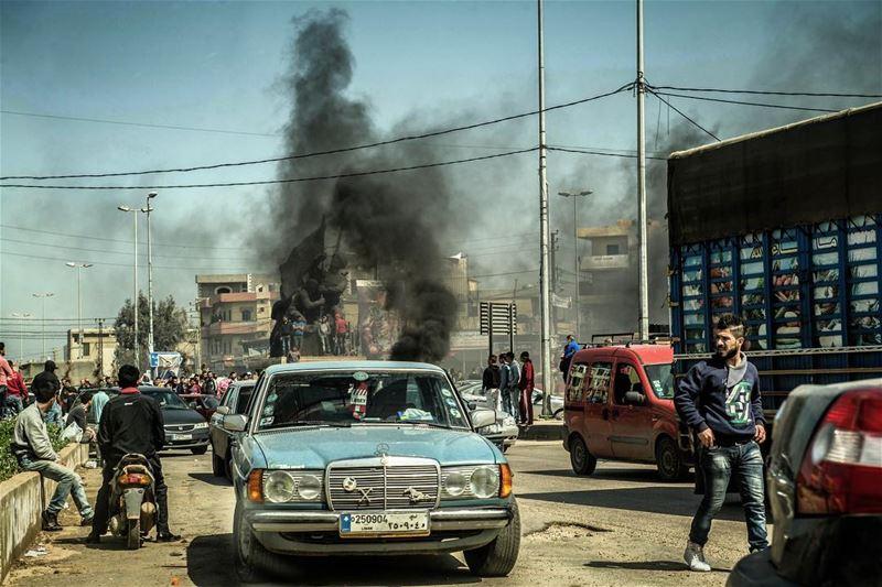 W Libanie zdarzaly sie tez takie incydenty. Zablokowana droga wyjazdowa z... (Tripoli, Lebanon)