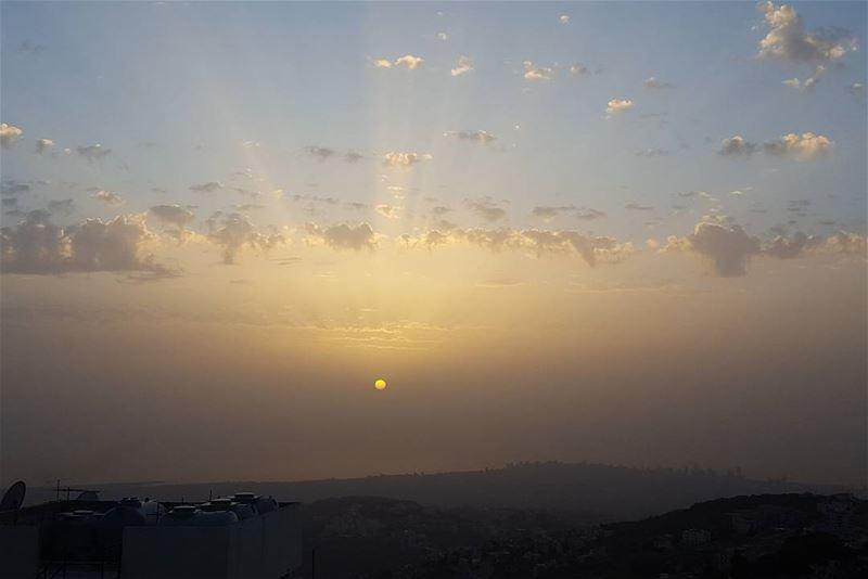 sunnyday sunset clouds rays bluesky instapic instalovers ... (Aley)