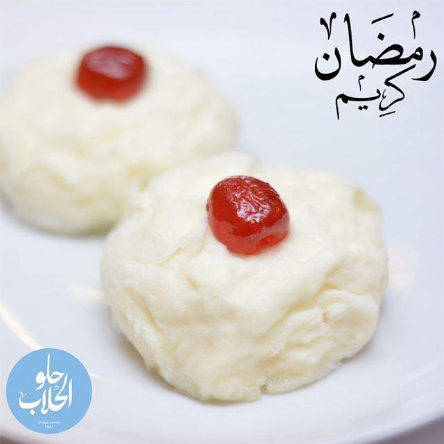 طوب الملك: كلاج ني محشية بالاشطة الطازجة! ولا اطيب من هيك 👌😍😋🌙 رمضان_ك (Abed Ghazi Hallab Sweets)