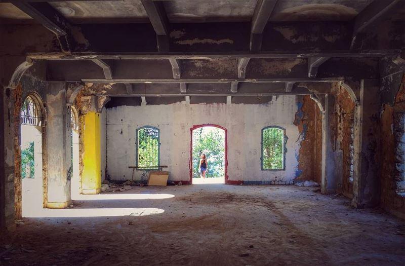 📸 @efransawi.🔙 tb tempting hotel abandoned deserted leftbehind ... (Dhoûr Ech Choueïr, Mont-Liban, Lebanon)