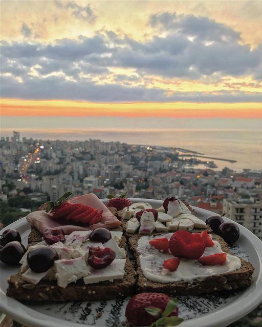 Dinner 🍴🍓🍒🧀• beiruting beirut lebanon beirutcity downtown ... (Joünié)