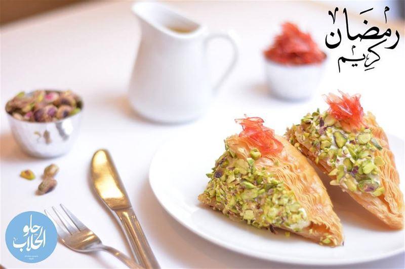 وربات أو شعيبيات بالقشطة ! ولا اطيب من هيك 😋😍😄 رمضان_٢٠١٧ رمضان_كريم ... (Abed Ghazi Hallab Sweets)