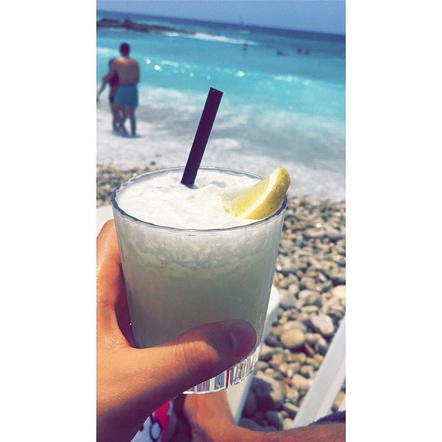 When life gives you Lemons, make Iced Lemonade 🍋🍸.. ☀️  cold  juice ... (White Beach)
