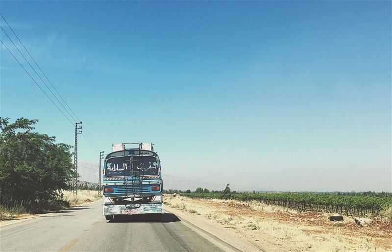 ... 🚌ع هدير البوسطة bus village road weekend bekaa westbekaa ... (Valle de la Becá)