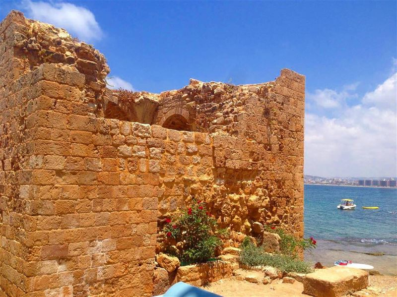 Old castle sea view 👌 tyre oldtown beach summer2017 summer lebanon ... (Dar Alma)