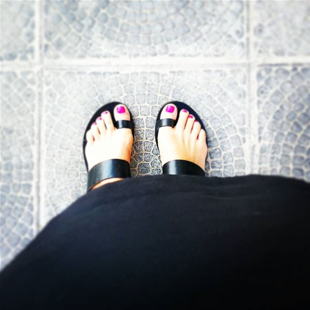 feet toes nailpolish happyfeet colors pink brightpink black shoes...