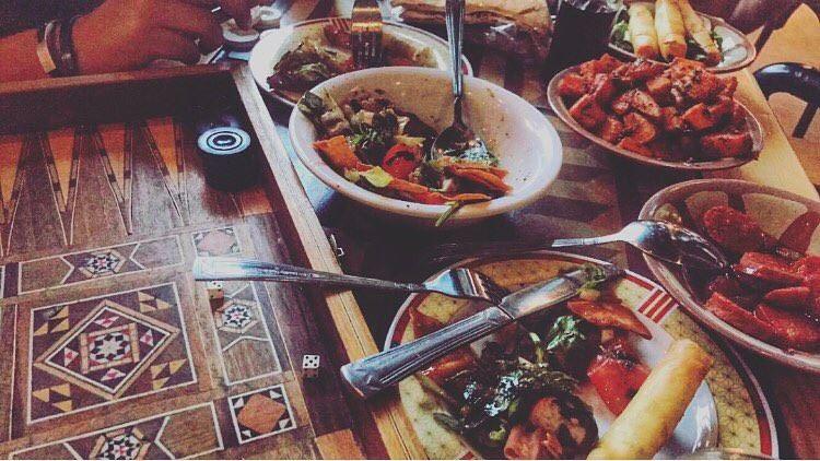 وهيّك 🎲💛🗯 - (Cafe Em Nazih)