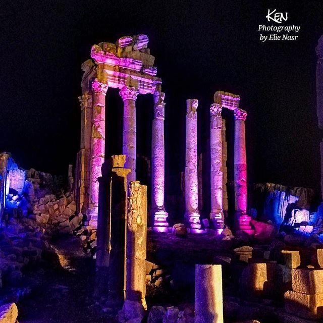 ...عهدك بقلبي قديم عهد الصبا الغاليليل القمر والنسيم بعدهن على باليآمر ا (Faqra Ruins)