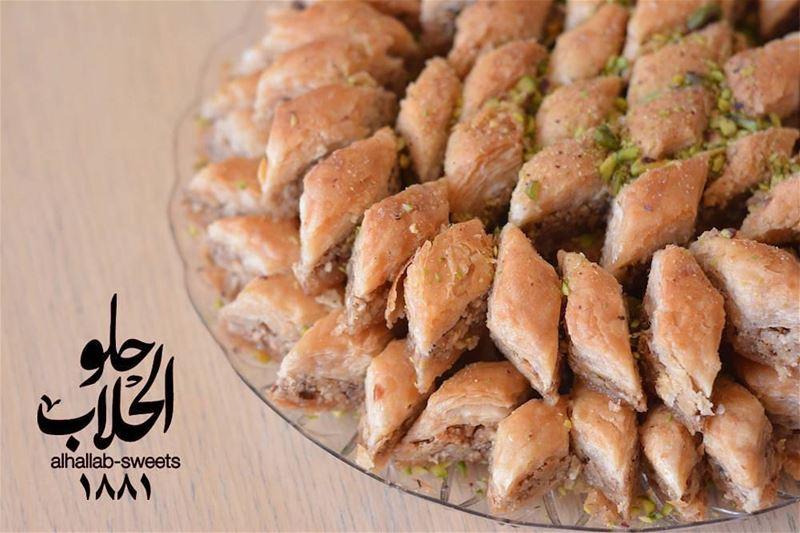 حدف رمضان بالجوز 😍😋 ولا أطيب من هيك👌 رمضان_٢٠١٧ رمضان_كريم حدف_رمضان... (Abed Ghazi Hallab Sweets)