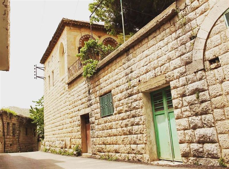 livelovelebanon livelovejnoub chebaa oldbuildings oldhouse ... (Chebaa شبعا)