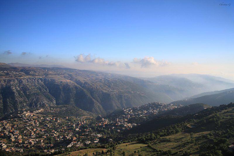 View of Baskinta from above 💙 a7labaladbil3alam 🇱🇧 photo love ... (Qanat Bakish, Mont-Liban, Lebanon)