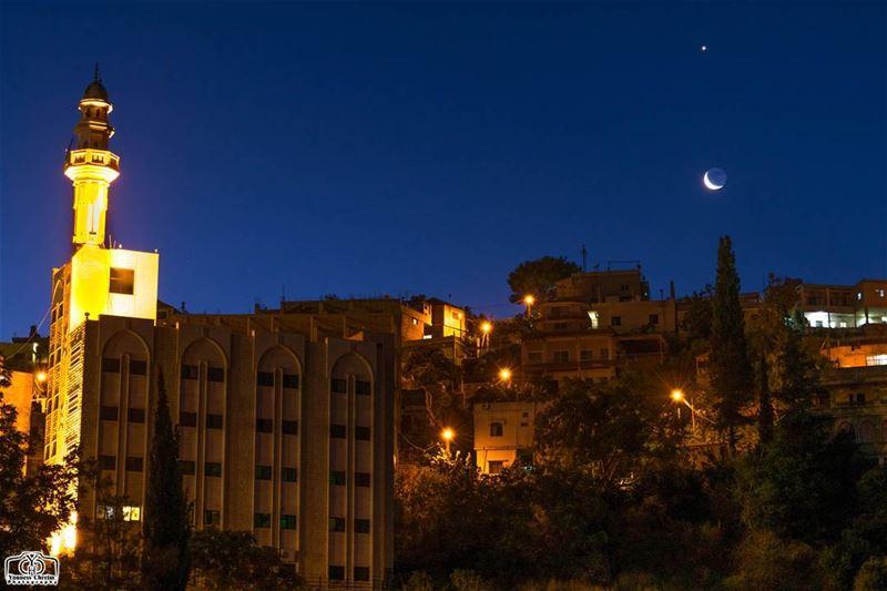 شروق القمر و الزهرة فجر اليوم من حومين_الفوقا moon moonrise venus ... (Hoûmîne El Faouqa, Al Janub, Lebanon)