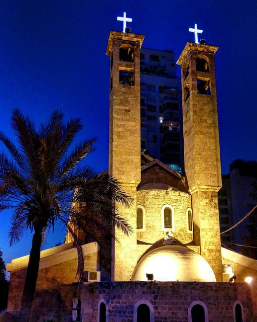 Have a peaceful evening everybody livelovebeirut livelovelebanon ... (Mar Maroun - Gemmayzeh)