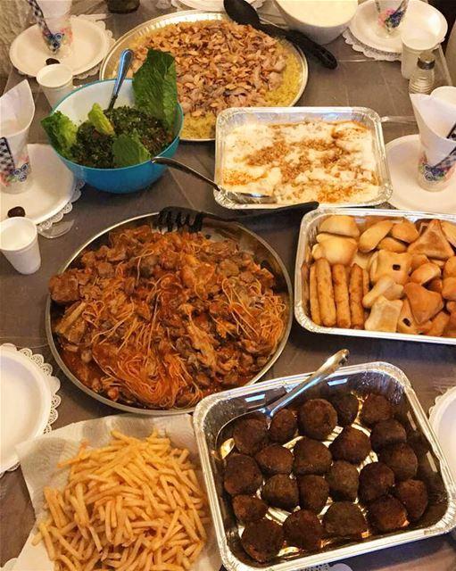 Lebanese iftar ❤️ • kebbeh me2lyé 💯• Maacarona 🍝• Taboulé 🥗• Fatteh �
