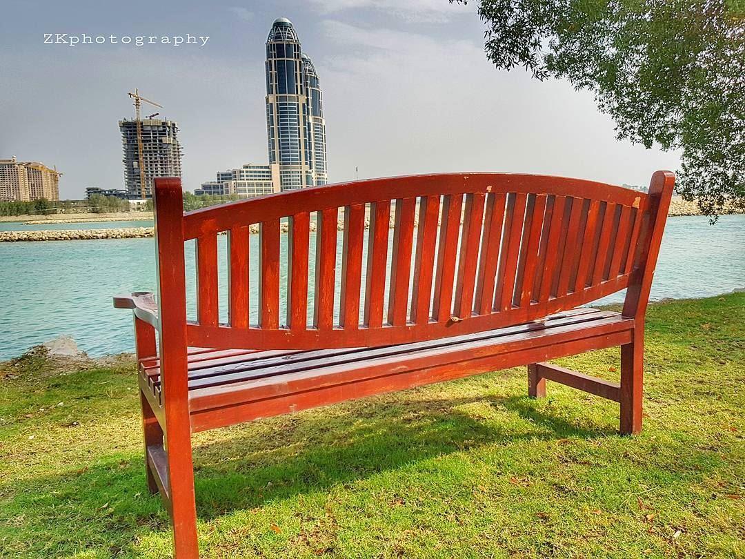 يومٌ بعد يوم.. ولحظة تلو اللحظة تحولت ومضات الذاكرة اليكِ من اللونِ القرمزي (The Ritz-Carlton, Doha)