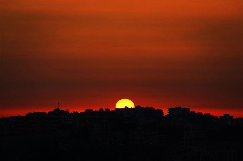 🌅.... sunset sunsetlovers sunsetpics landscape landscapephotography... (Kfarrouman)