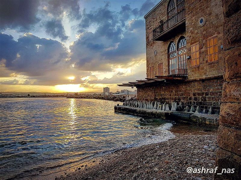 أحبّك جداًوأعرف أن الطريق إلى المستحيل طويل...وأعرف أنكِ ستّ النساءوليس... (Tyre, Lebanon)