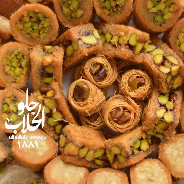 صار لازم نودع رمضان بالخير والعافية وتستقبل العيد ببقلاوة الحلاب، ولا اطيب... (Abed Ghazi Hallab Sweets)