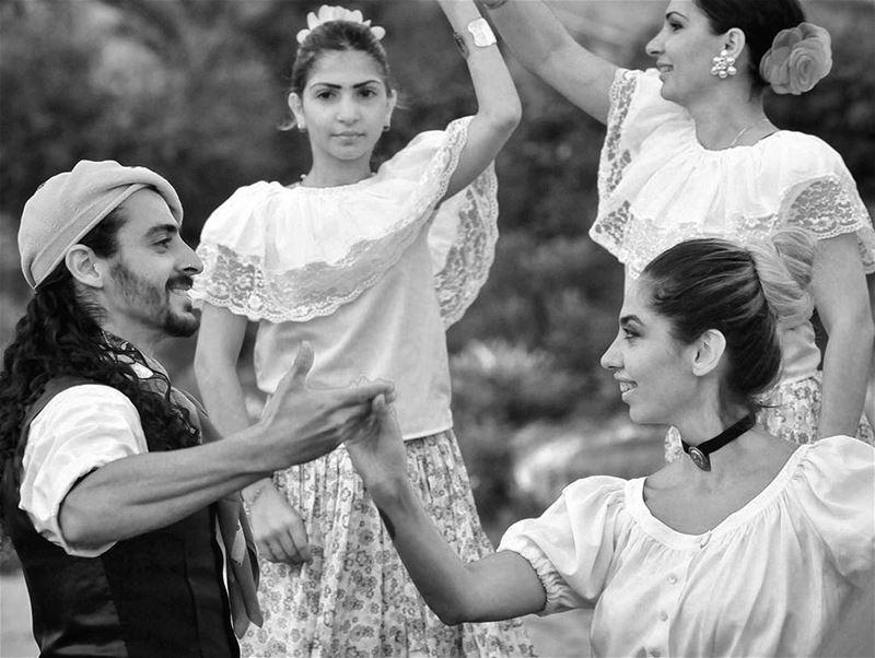 Bailar, según el folclore Uruguayo - ichalhoub in Byblos Lebanon / ...