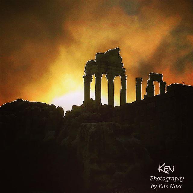 ...وَمِنْ عَجَبٍ أَنِّي أَحِنُّ إِلَيْهِمُ وَأَسْأَلُ عَنْهُمْ مَنْ لَقِي (Faqra Ruins)