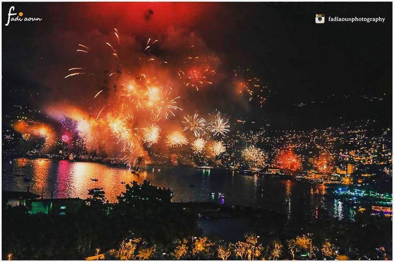 photo fireworks jounieh jouniehinternationalfestival light nights ...
