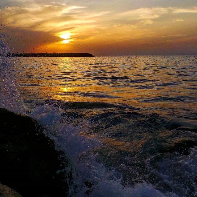 nikontop_ nikonworld bns_sky bns_sunset naturelovers unlimitedsunset... (Dbayeh, Mont-Liban, Lebanon)