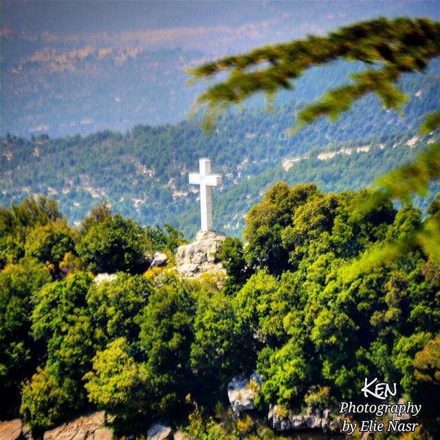 """...""""مَنْ لاَ يَأْخُذُ صَلِيبَهُ وَيَتْبَعُني فَلاَ يَسْتَحِقُّنِي"""" (إنجيل... (St Charbel Aanaya)"""