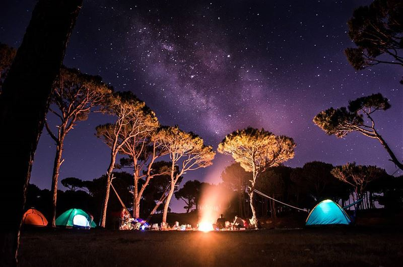 Out here it's all earth and sky🌳🔥🌌⛺..... camping camp weekend... (Marj Biskinta, Mont-Liban, Lebanon)